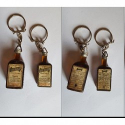 porte-clés bouteilles Cointreau, Angers, lot 2 différentes (pc)